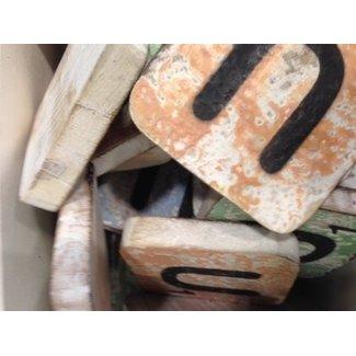 Thils Living houten letters & tekens Scrabble Letter U