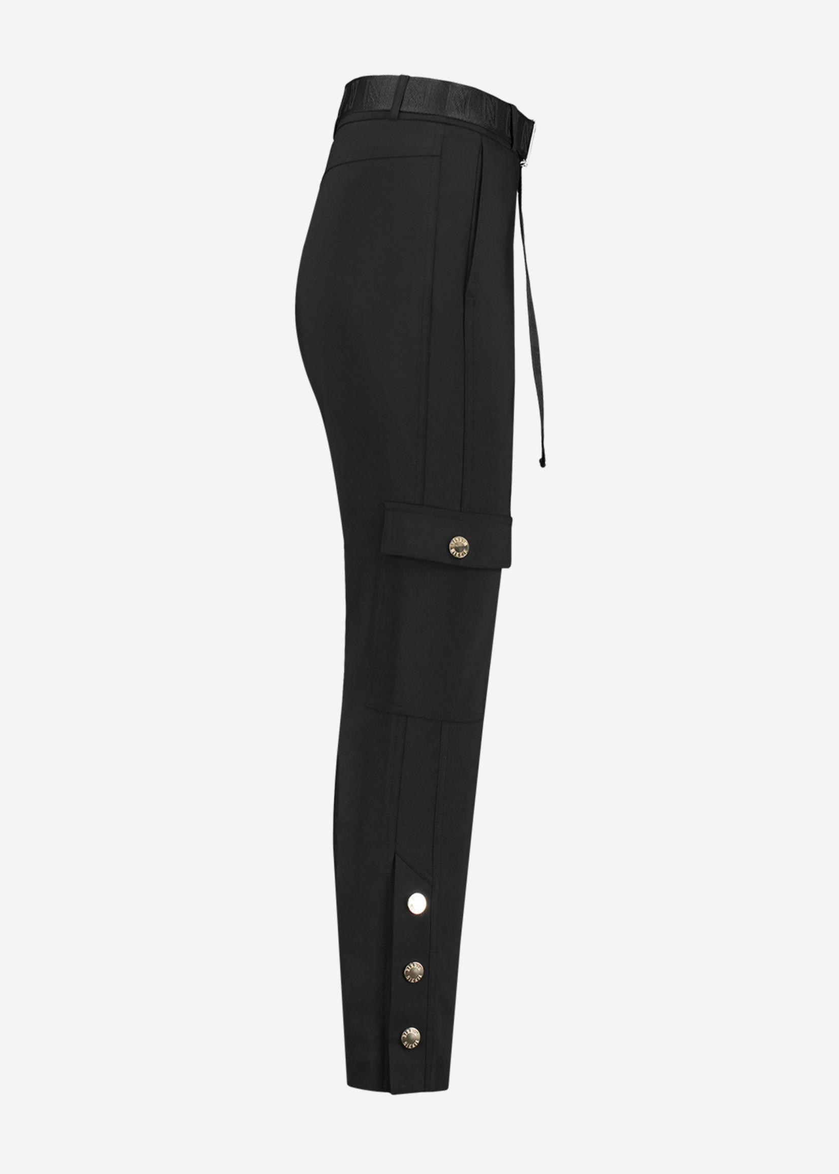 NIKKIE LUCIA PANTS broek met klepzakken en logo riem