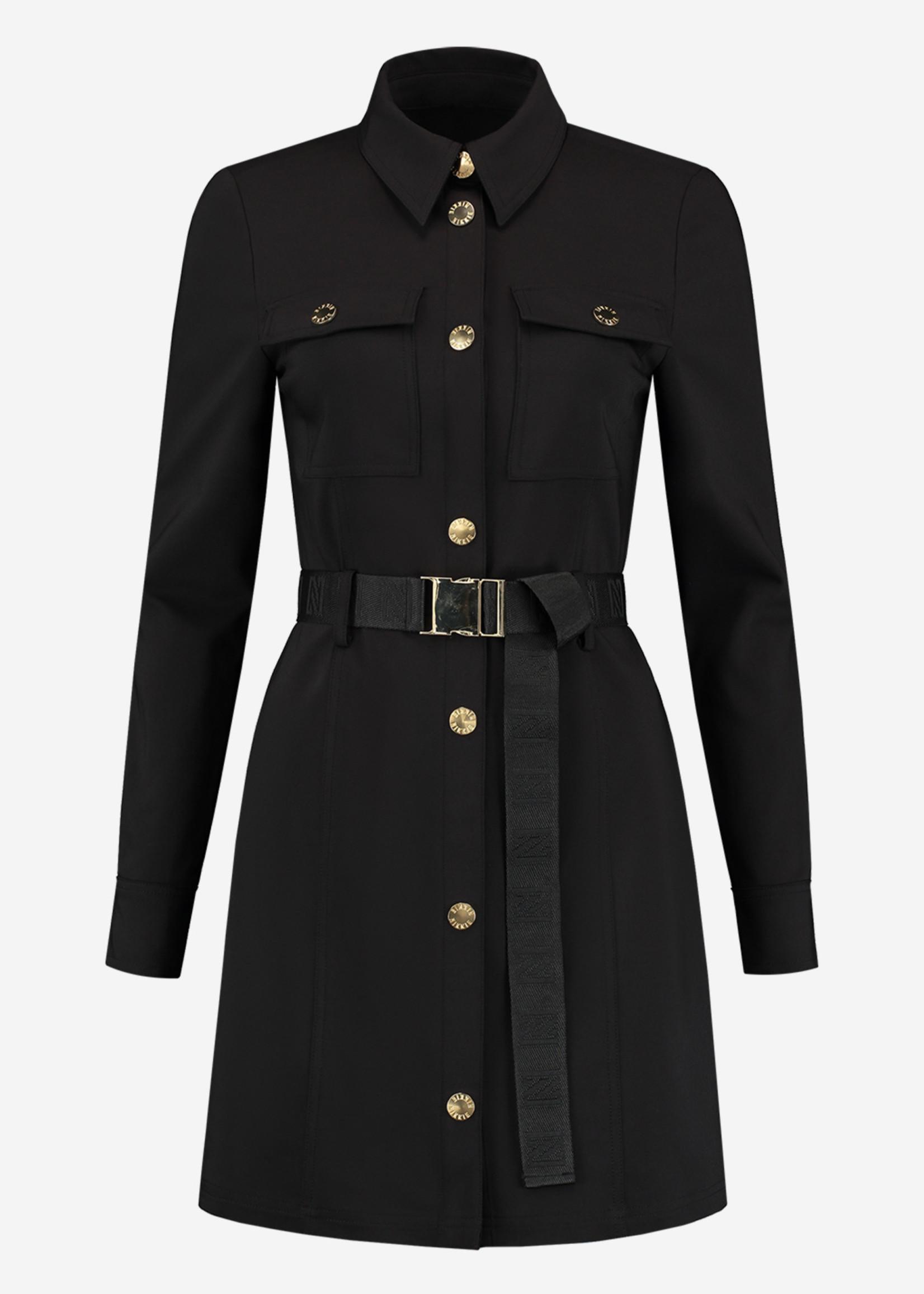 NIKKIE LUCIA SHIRT DRESS met N logo riem