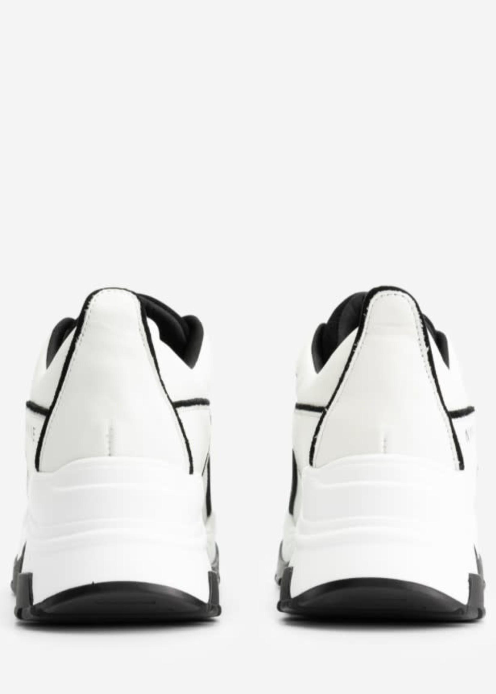 NIKKIE PIA SNEAKER Sneaker met NIKKIE artwork