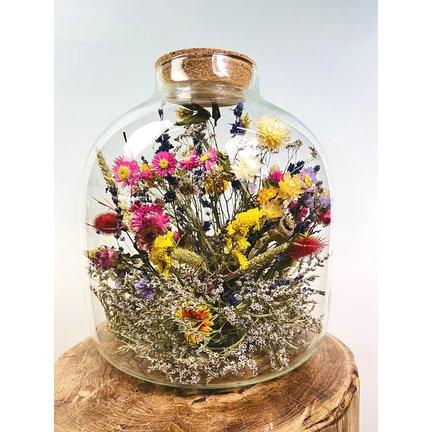 Gedroogde bloemen in glas