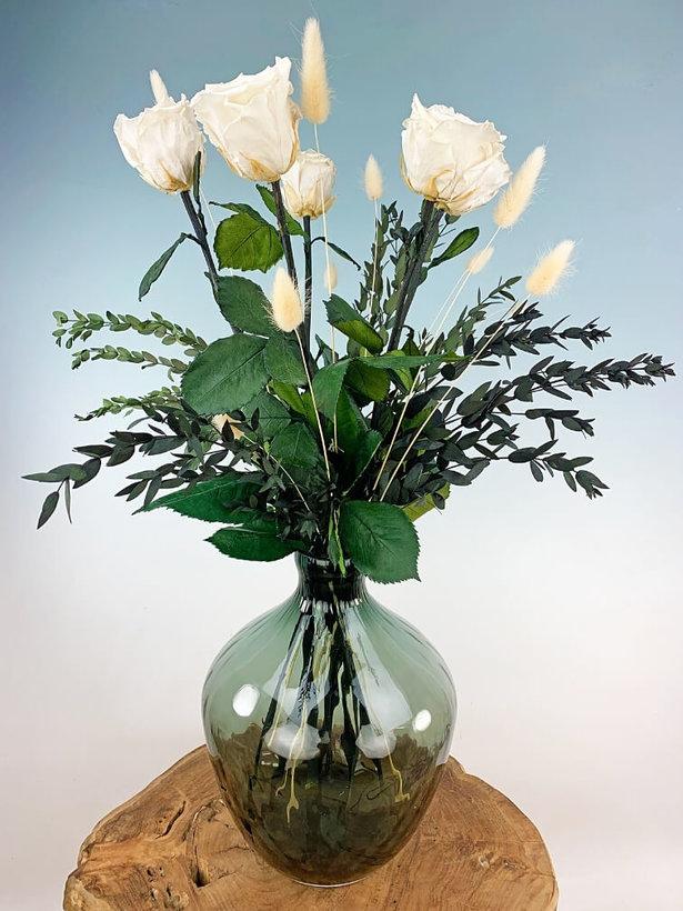 Exclusief | Witte rozen incl. Traun Vaas