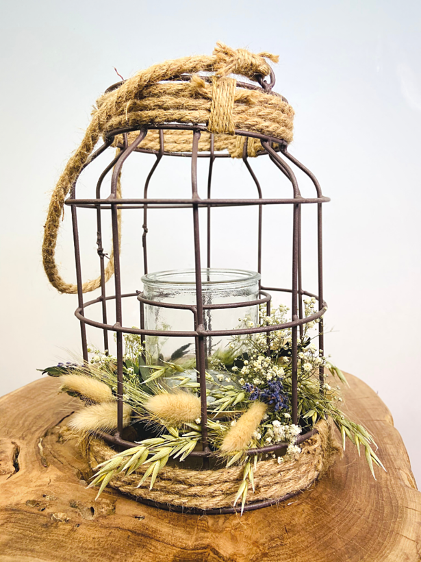 Lantaarn met droogbloemen