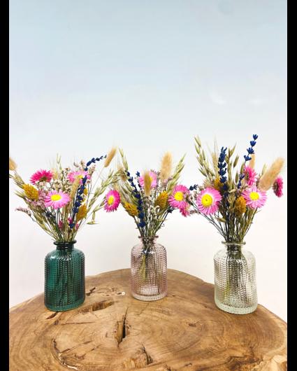 Droogbloemen in gekleurde vaasjes