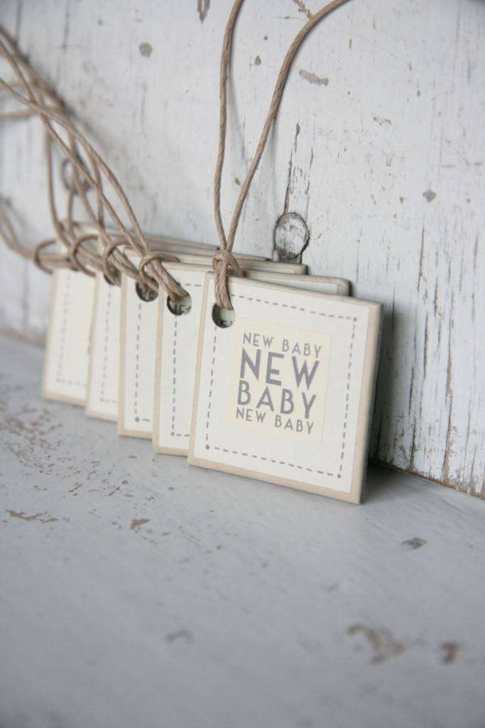 East of India Label karton 3x3cm new baby off-white