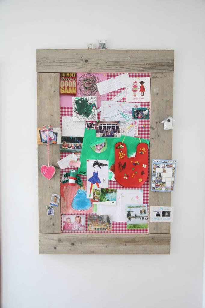 Prikbord steigerhout groot (L) 90x130cm, roze