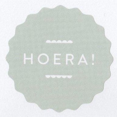 Ronde sticker hoera kartel, soft green, 10st