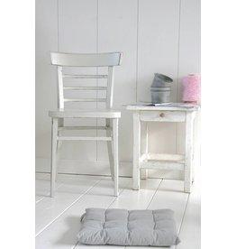 Oude stoel grijs (1)