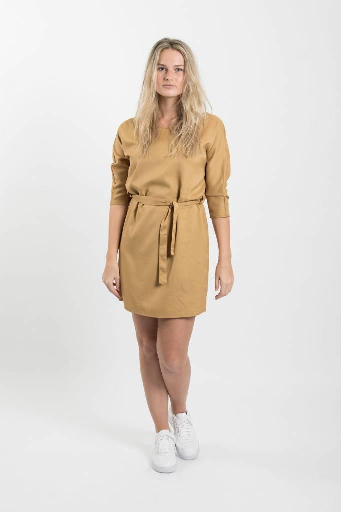 Zusss Sjiek jurkje met centuur oker L/XL