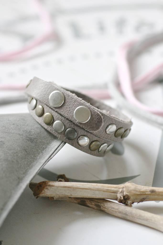 Dubbele leren Armband met studs, grijs