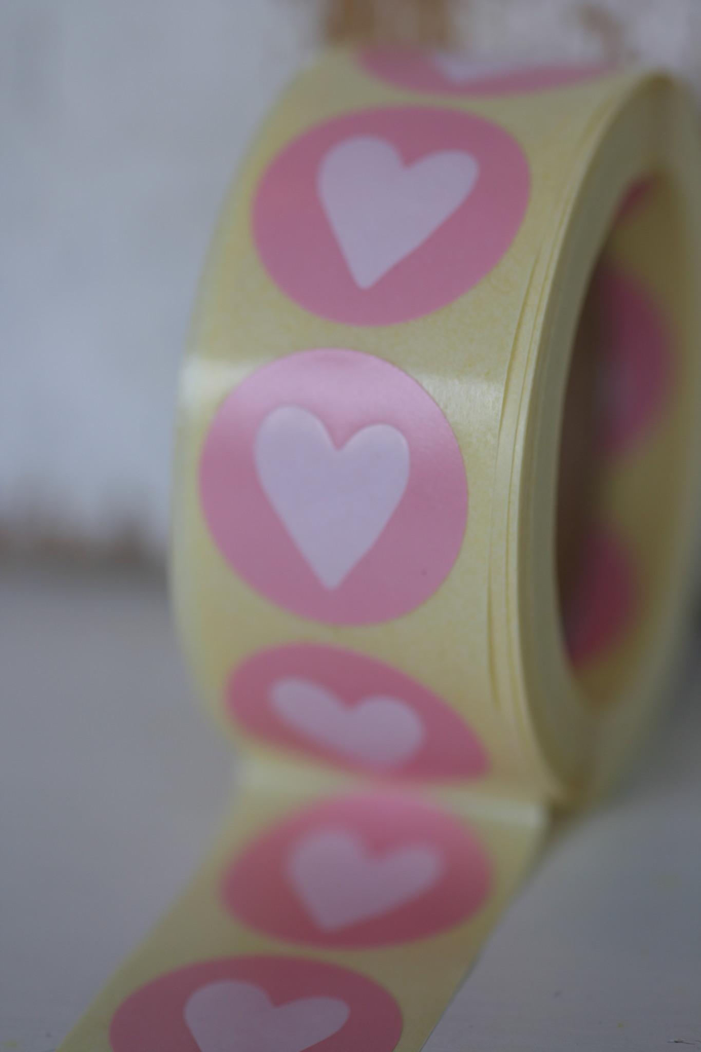 Ronde sticker roze met wit hartje, 10st