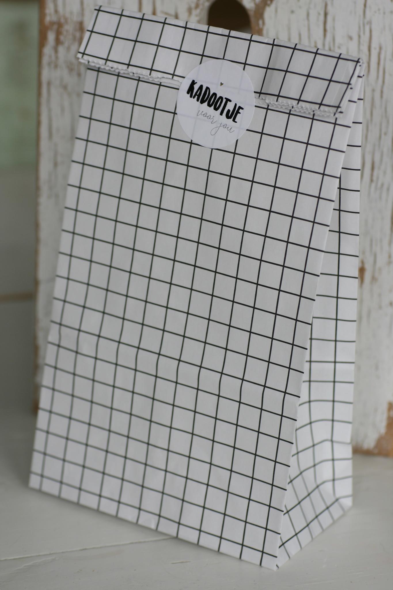 Papieren blokbodemzak wit grid zwart, 10 stuks
