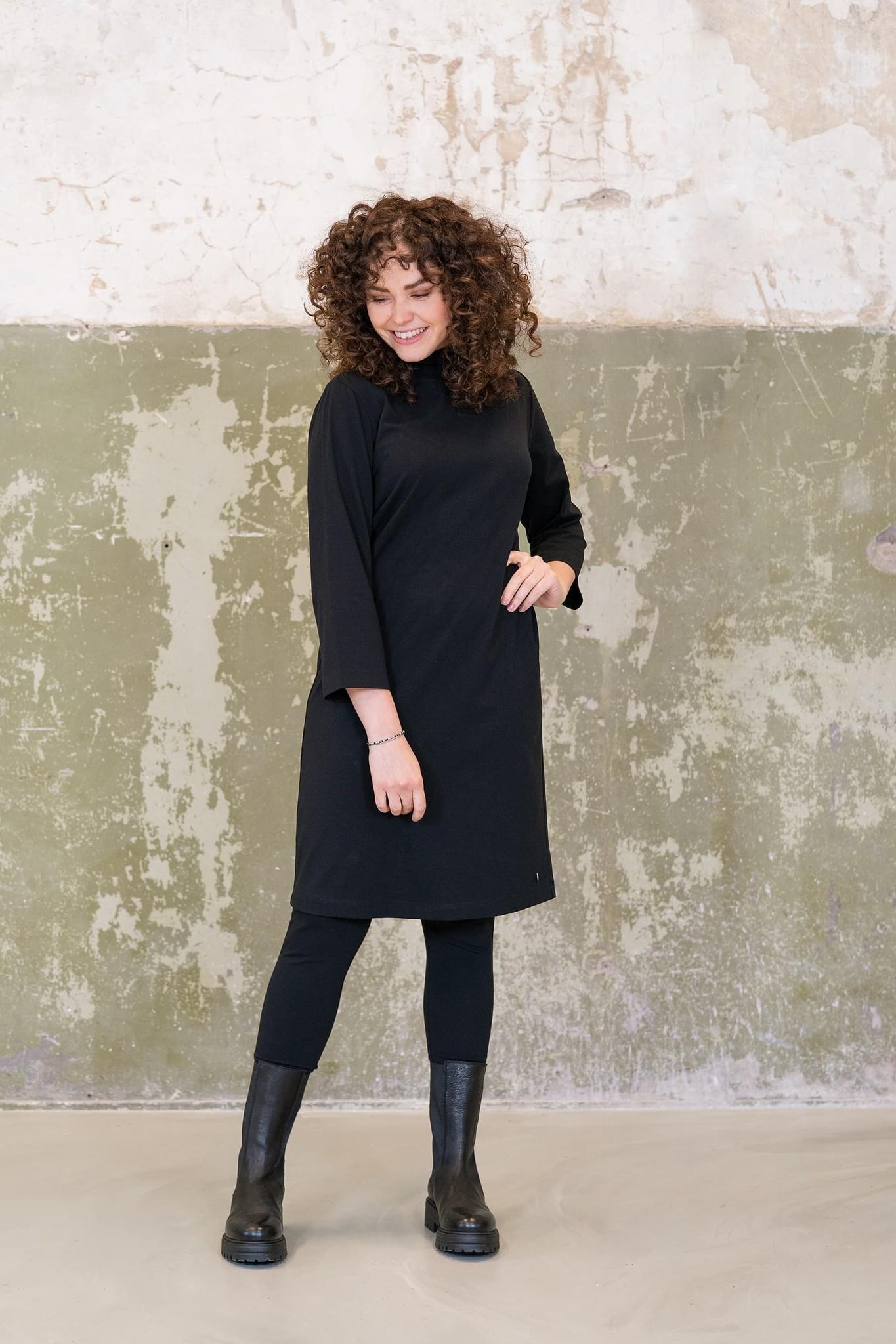 Zusss Basic jurk met col - zwart