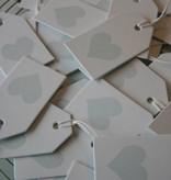 Wit label met lichtblauw hartje