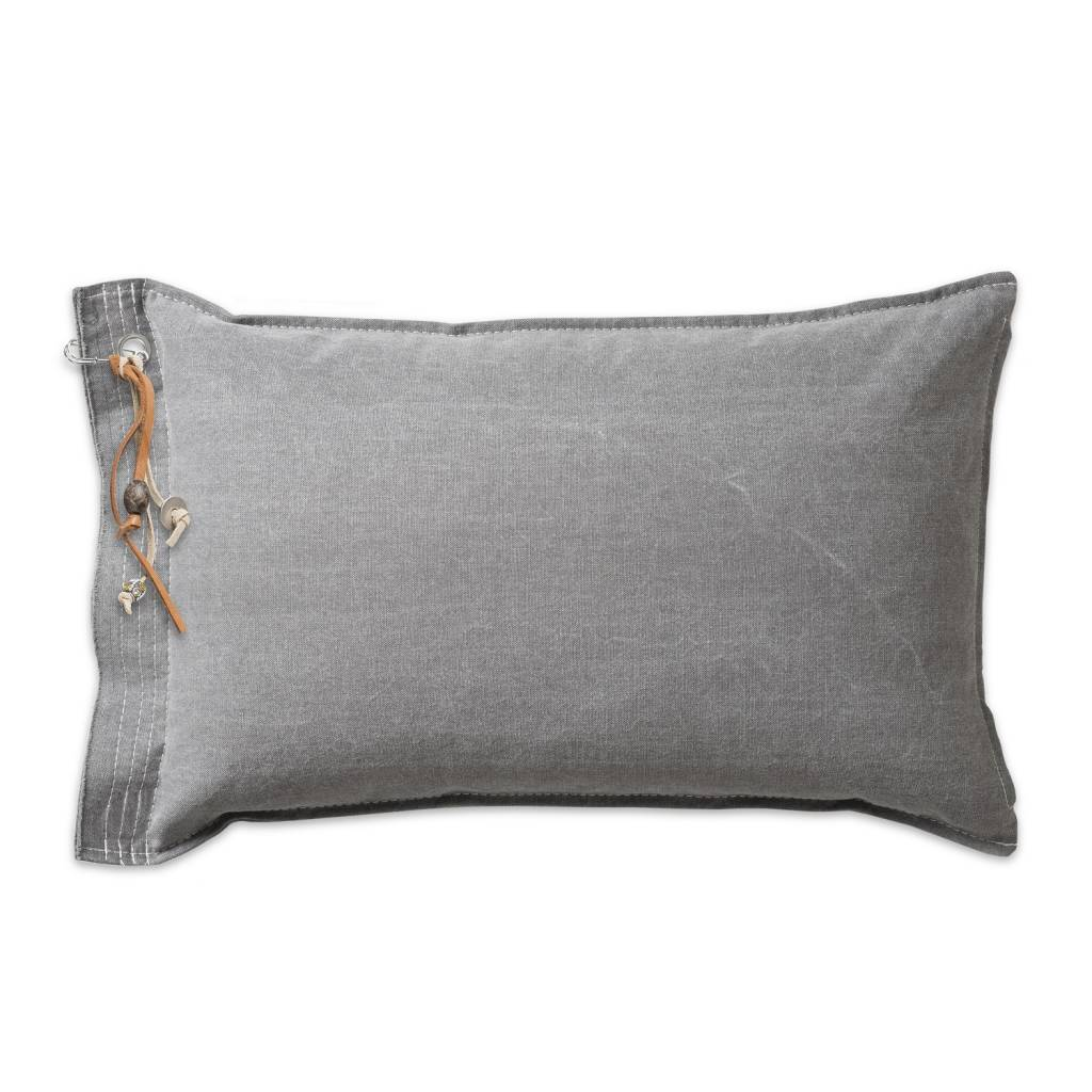 Knit Factory kussen 'Mara' lichtgrijs 40x60cm