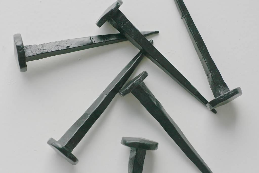 handgesmeede nagel zwart 8cm