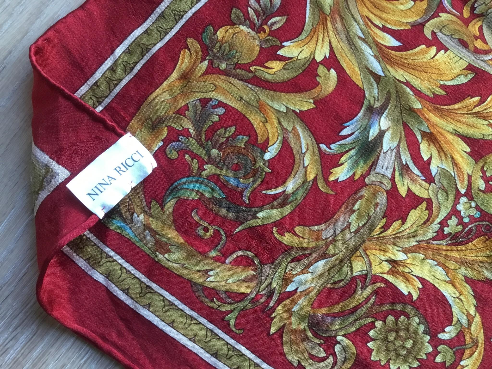 Nina Ricci Vintage Nina Ricci handgerolde zijde sjaal