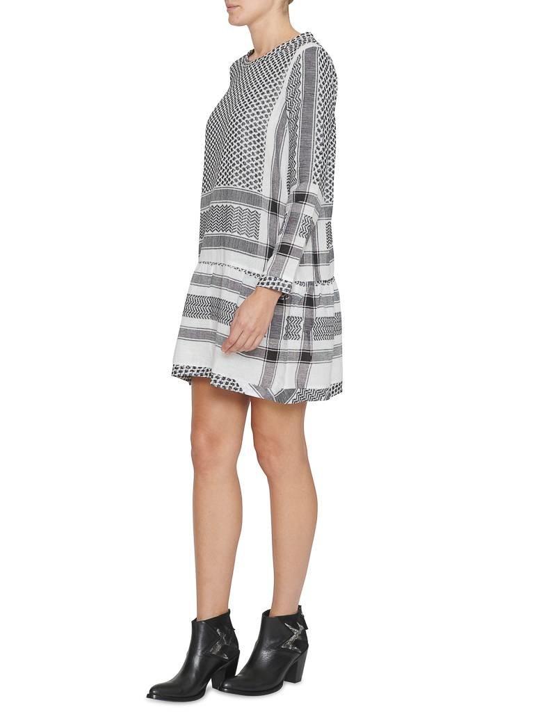 Cecilie Copenhagen CECILIE Copenhagen Kleid mit Rundhalsausschnitt und volant schwarz und weiß
