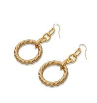 Vanessa Mooney Alanis gouden oorbellen