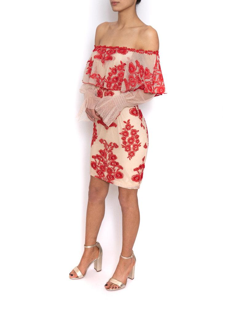 Forever Unique Forever Unique jurk off-shoulder met kant en bloemetjes print nude rood