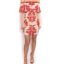 Forever Unique Forever Unique schulterfreies Kleid mit Spitze und Blumendruck in Nude-Rot