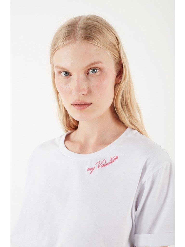 Valentine Gauthier Valentine Gauthier Harris Mein Valentine T-Shirt mit weißem Aufdruck
