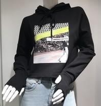 Erika Cavallini Erika Cavallini verkürzter Pullover mit schwarzem Aufdruck