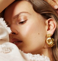 Souvenirs de Pomme Souvenirs de Pomme Floral Hoop earrings gold