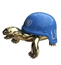 Van Apple Art Van Apple Art Un blue helmet beeld
