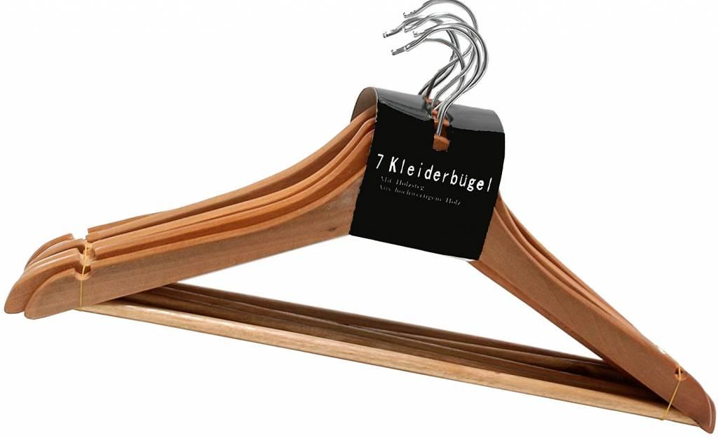 Set van 7 houten kledinghangers