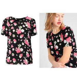 Vero Moda T-shirt maat S + M