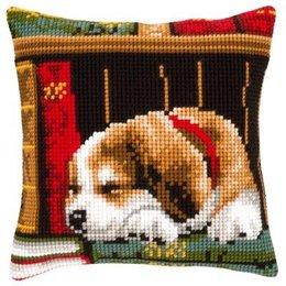 Vervaco Kussen Slapende hond in boekenrek