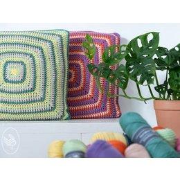 Haakpatroon Textured Retro Pillow