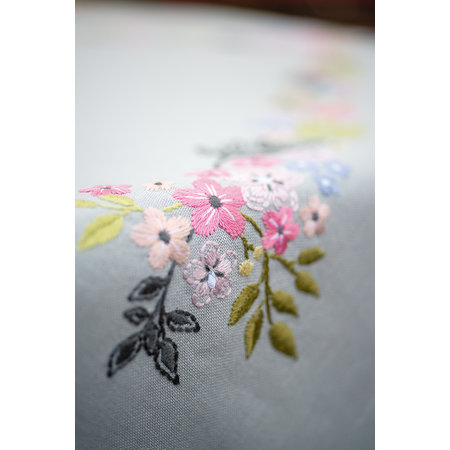 Vervaco Borduurpakket Tafelkleed Bloempjes en blaadjes