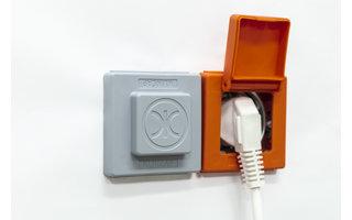 Klikcaps Oranje klikcap met deksel voor afdekken stopcontact, enkel model per stuk