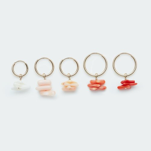 Koi d'Azur One piece oorring Coral chips gold filled