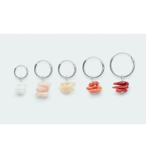 Koi d'Azur One piece oorring Coral chips zilver