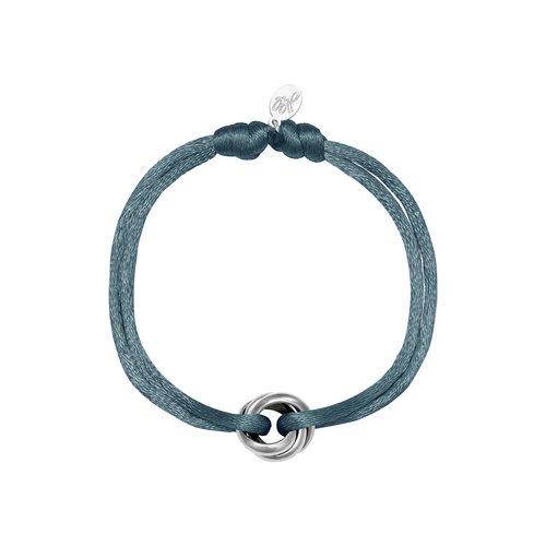 Satijnkoord armband met ringen blauw