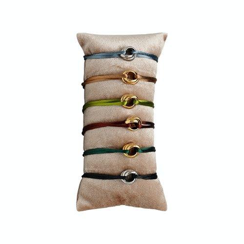 Satijnkoord armband met 3 ringen donkergroen