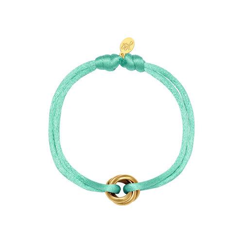 Satijnkoord armband met 3 ringen mint