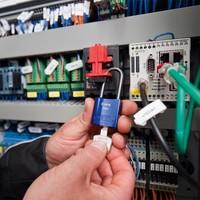 Multipolar Circuit Breaker Lockout E202