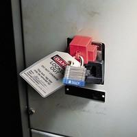 Oversized breaker lockout device 065329-065321