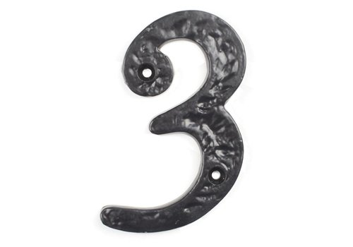 Huisnummer 3 cursief.