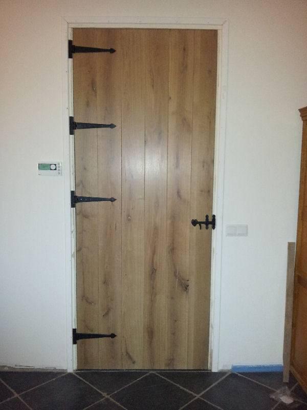 Klanten: Een landelijke houten deur