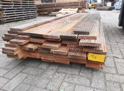 Restant partij Douglas Vlonderplanken per volle bundel a 62 stuks  28x140x3000 mm Met Profiel - B941