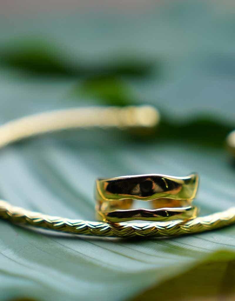 Waving Bangle Gold