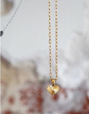 A Women's Vintage Heart Gold