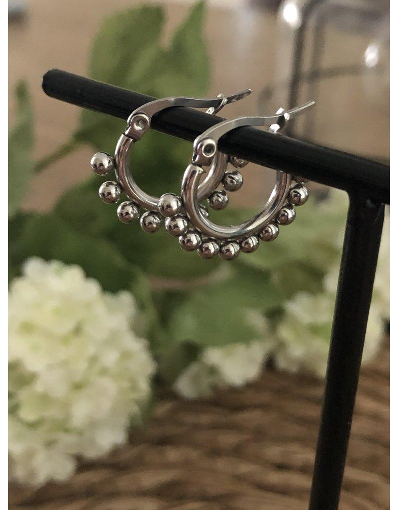 Zilveren oorringen met bolletjes