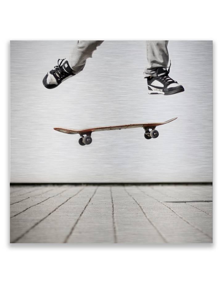 Skateboarding op dibond - 3 mm dik butler finish zilver