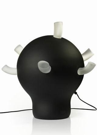 Handgemaakte lamp met dekkende zwarte kleur en glazen ''armen''.